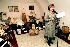 Fotografie z vernisáže výstavy Historické kočárky